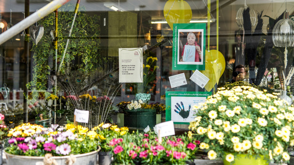 "Earth-Day: ""Aktion Handabdruck"" in Heidenheims Schaufenster"